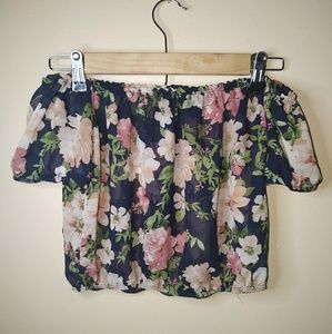 Beautiful flowered, sheer, crop top!